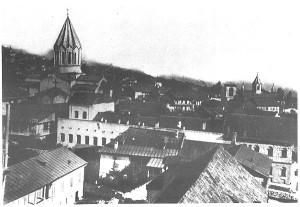 Центральная часть Шуши. На переднем плане театр Хандамирова